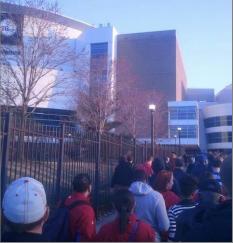 乔维亚/是有多久瓦乔维亚中心没有这么多人了,因为费城人知道Iverson...
